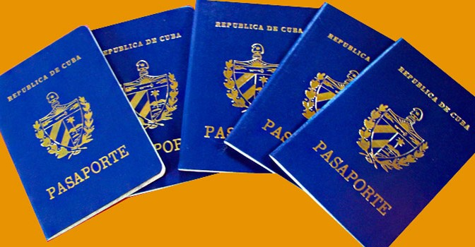 CUBANOS Y PASAPORTES